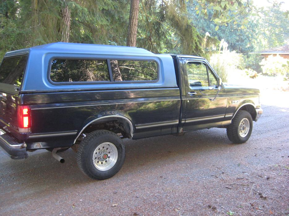 89 ford f150 4x4 pickup with low low kilometers parksville. Black Bedroom Furniture Sets. Home Design Ideas