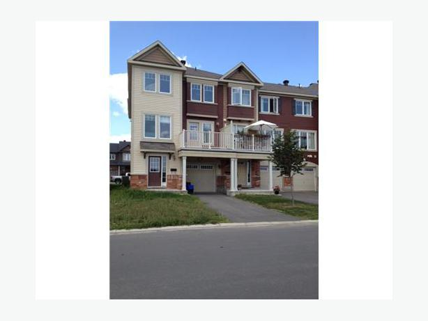 For rent orleans townhome orleans ottawa for Garage ad orleans