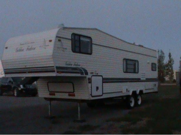 1996 Glendale Golden Falcon 27RK Fifth Wheel