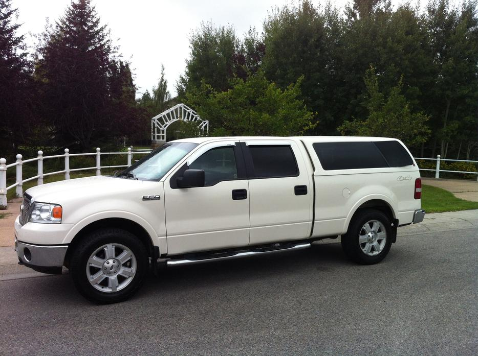 white 2007 ford f 150 lariat pickup truck downtown calgary mobile. Black Bedroom Furniture Sets. Home Design Ideas
