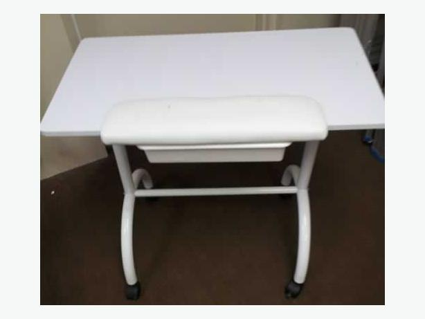 Professional manicure table victoria city victoria for Long manicure table