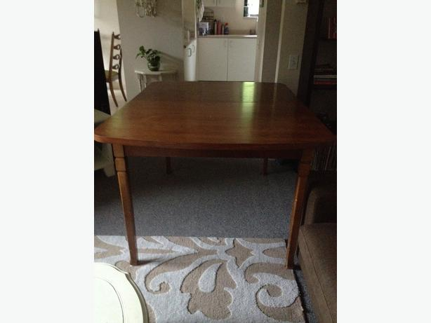 Solid Wood Table And 6 Chairs Victoria City Victoria