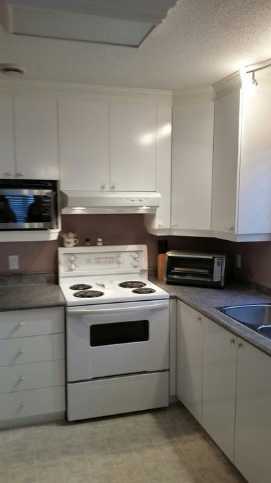 White kitchen cabinets countertop and sink for sale for Kitchen cabinets quebec