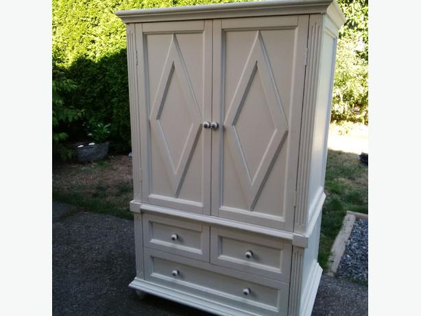 White Bedroom Tv Cabinet Dresser Saanich Victoria
