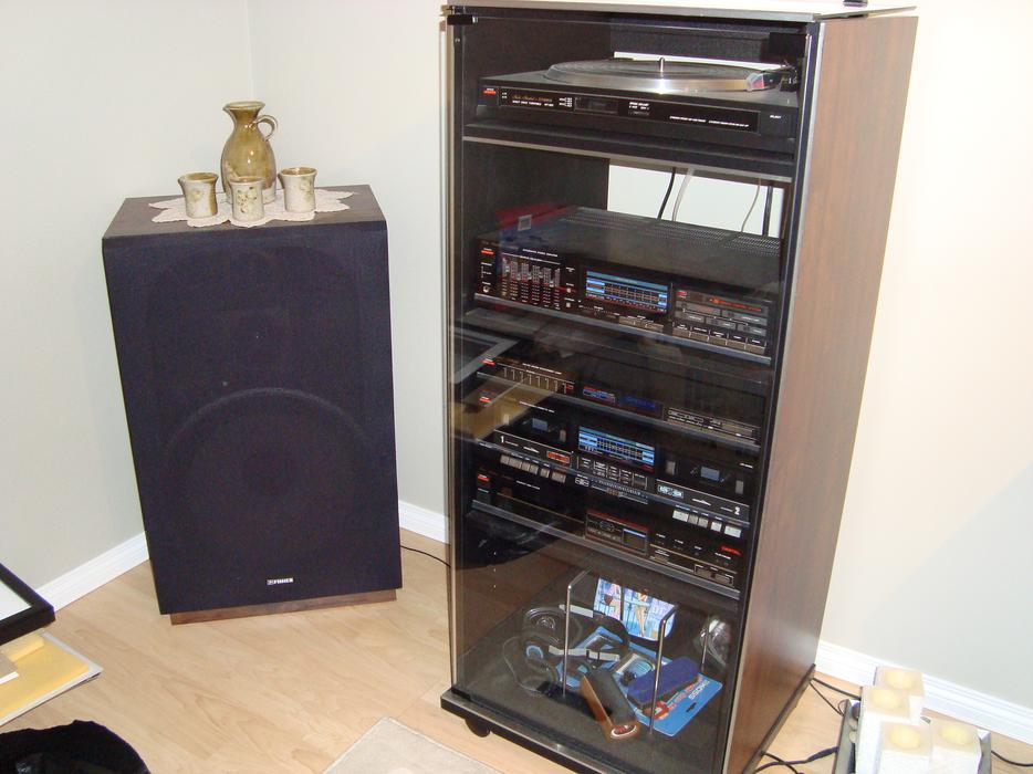 Fisher Stereo Unit With Turntable And Vinyl Lps Cassettes