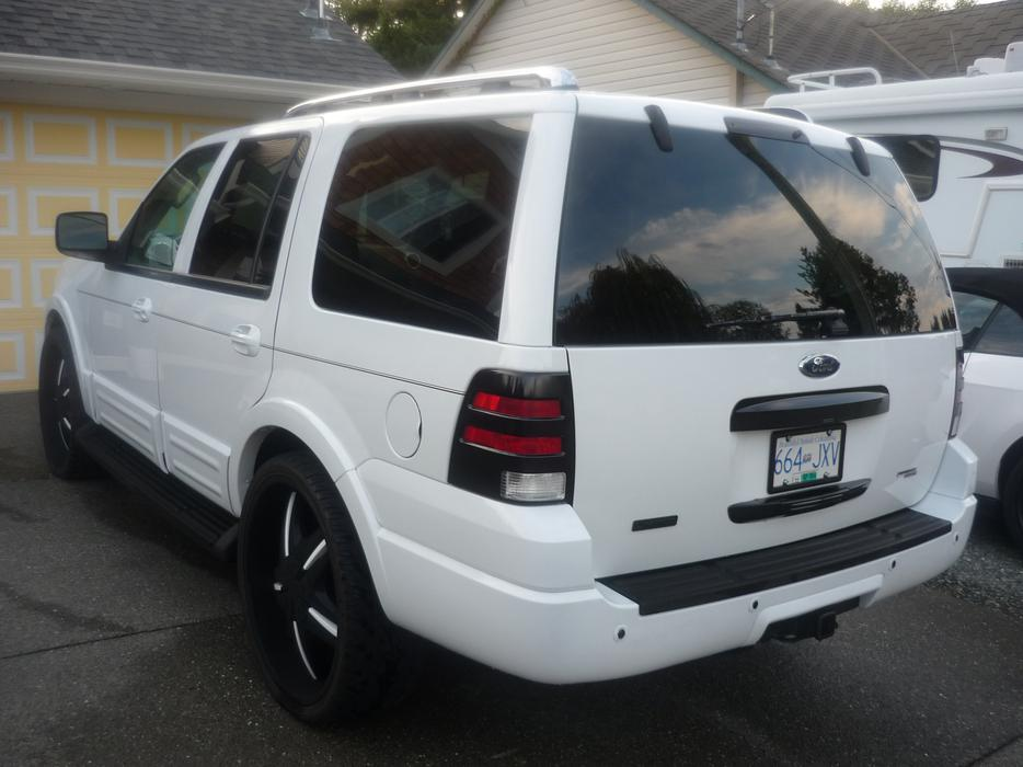 Custom 2006 Ford Expedition Limited Rollin On 26s Outside
