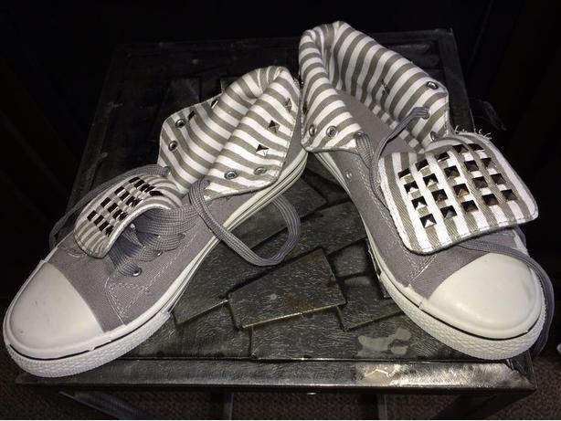 NEW Ardene (A.Co) Gray High Top Shoes / Sneakers - Size 6