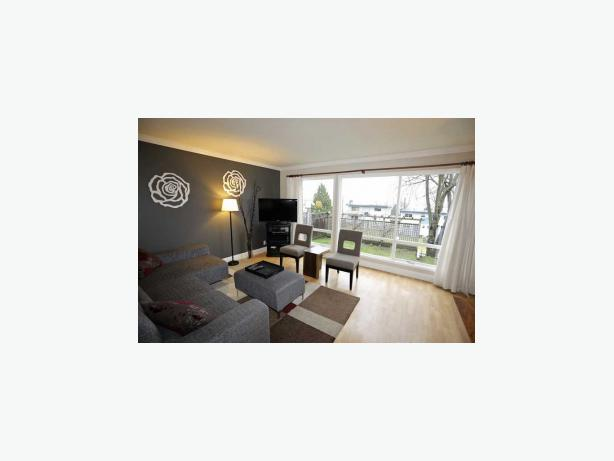 Modern 3 bedroom 2 bathroom furnished duplex for rent for Bathrooms r us vancouver
