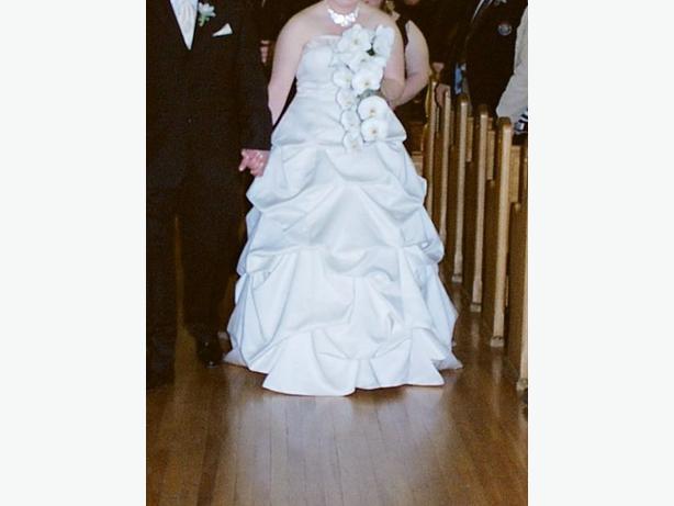 Wedding Dress Alterations Halifax : David s bridal wedding dress size north saanich sidney