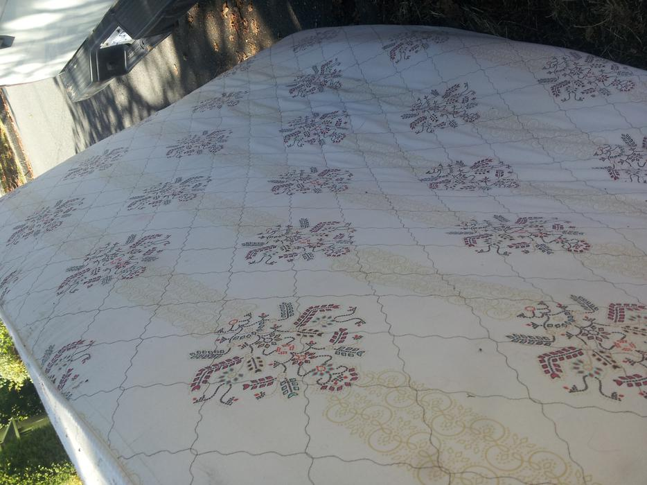 free queen sized mattress you pick up victoria city victoria mobile. Black Bedroom Furniture Sets. Home Design Ideas