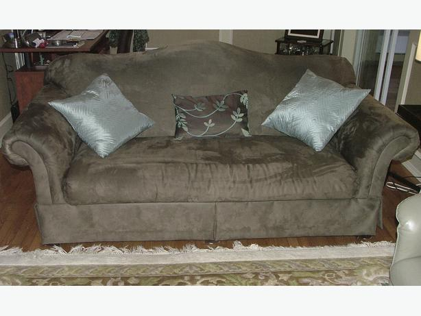 Chintz co couch saanich victoria for Chintz couch