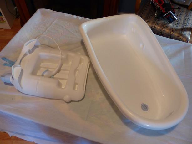 baby bathtub with water sprayer reservoir saanich victoria. Black Bedroom Furniture Sets. Home Design Ideas