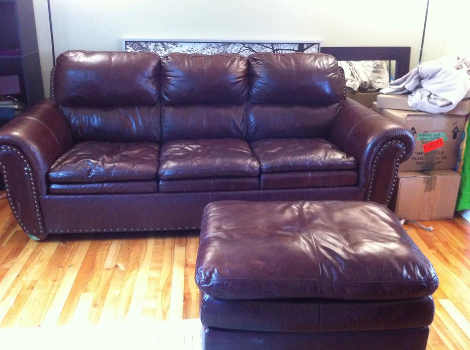 Leather sofa love seat and ottoman West Shore Langford  : 41064852934 from www.usedvictoria.com size 934 x 697 jpeg 83kB
