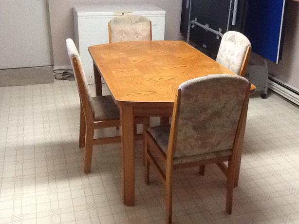 Dining room table chairs west shore langford colwood for 5 foot dining room table