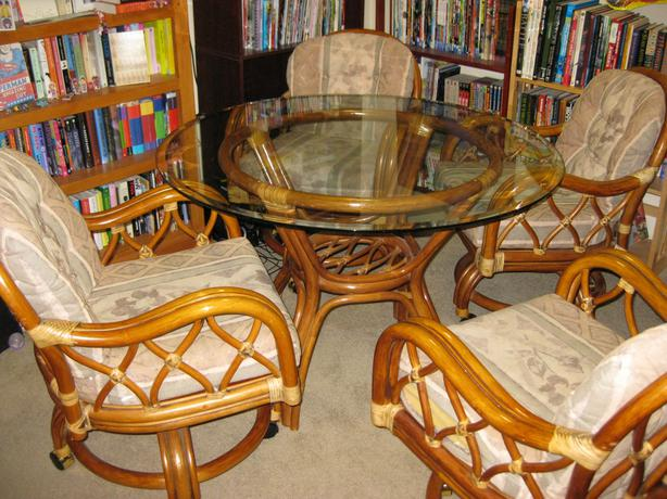 Glass dining room table and 4 dining room chairs victoria for Dining room tables victoria