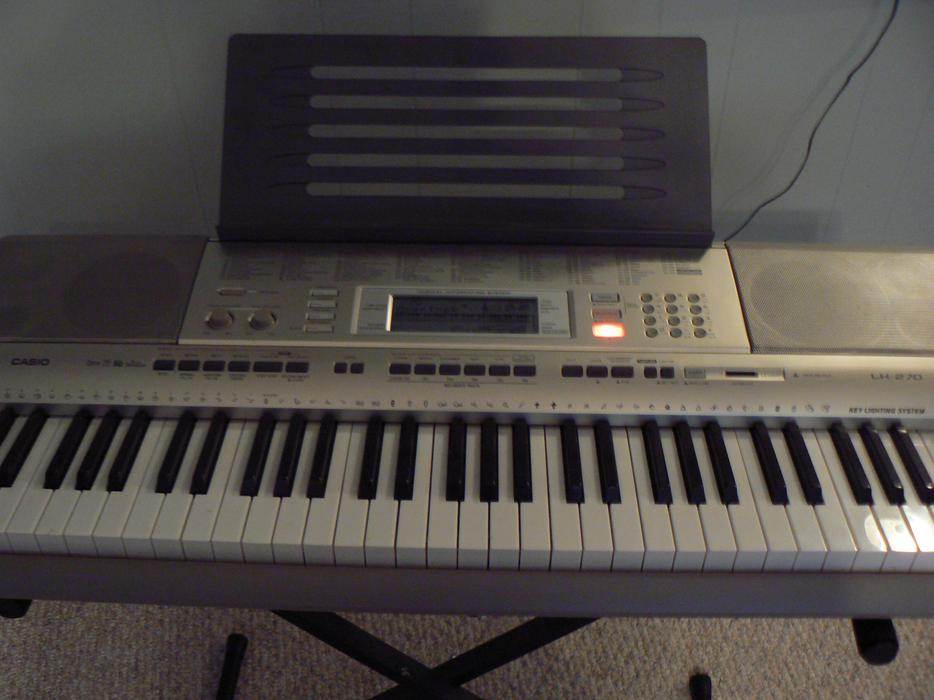 Casio LK-90TV 61-Key Lighted Keyboard with
