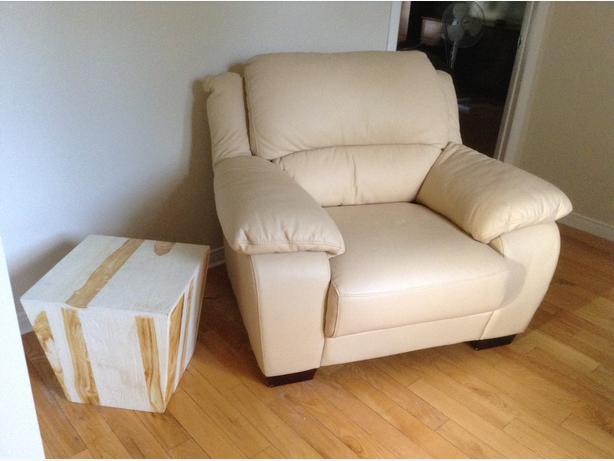 Chaise de cuir avec table de bois presque neuf outside ottawa gatineau area - Table pliante avec rangement chaise ...