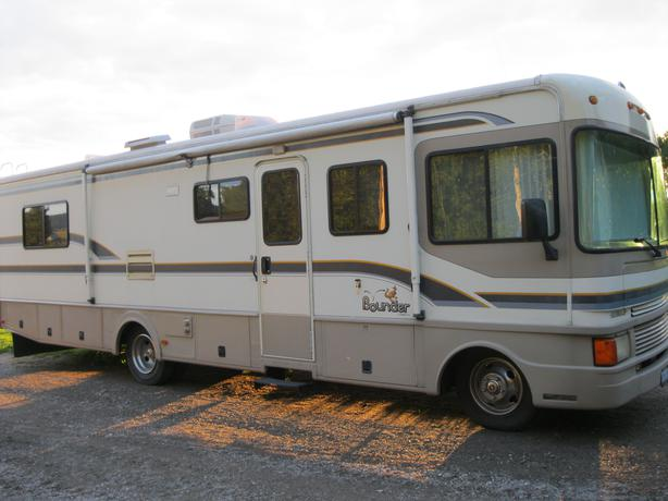 1997 Fleetwood Bounder 32 39 Motor Home Outside Sault Ste Marie Sault Ste Marie