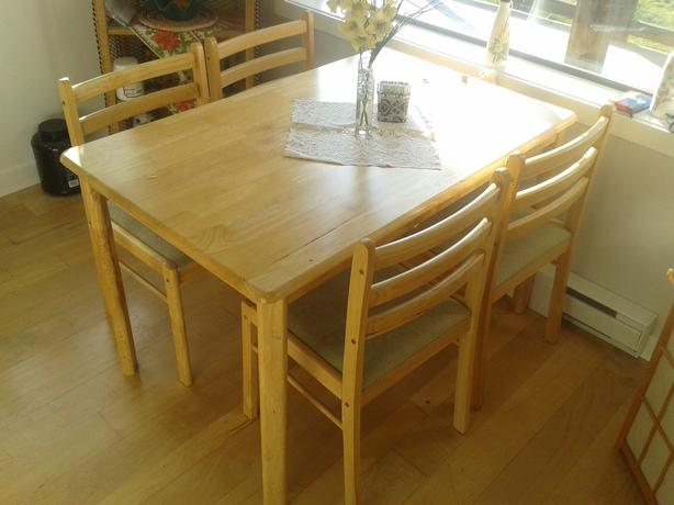 Nice wooden kitchen table set for sale shawnigan lake for Very small kitchen table sets
