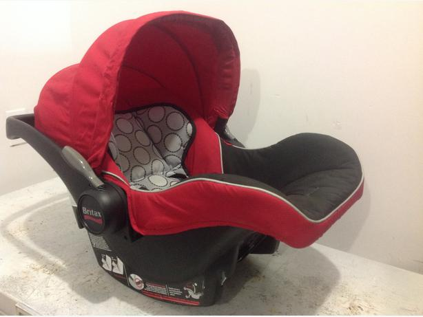 britax b safe infant car seat saanich victoria. Black Bedroom Furniture Sets. Home Design Ideas