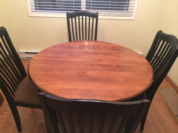 Dining room table goes from small round to large oblong for Dining room tables victoria