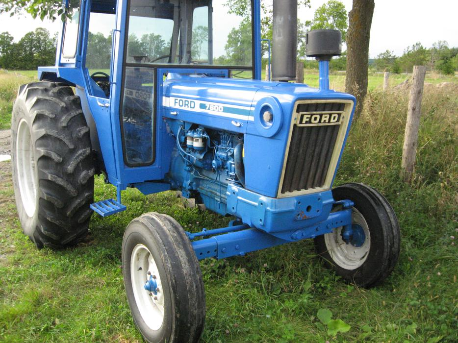 Good Ford 5000 Farm Tractor With Laurin Cab Outside