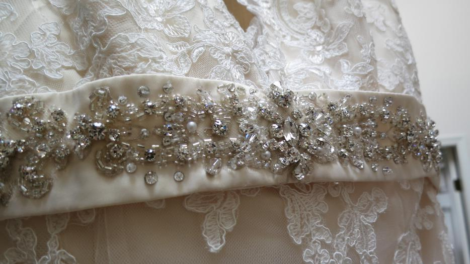 Allure lace wedding dress esquimalt view royal victoria for Used wedding dresses victoria bc