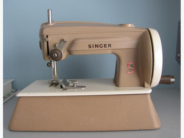 Vintage Singer 'Sewhandy' Model 40