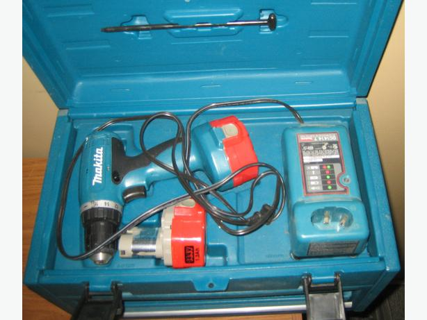 Makita Cordless Drill with Mini Toolbox - like new