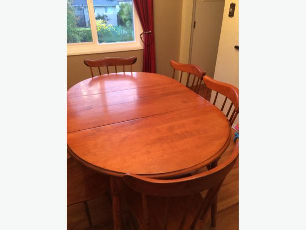 Solid wood dining room table and 6 matching chairs saanich for Dining room tables victoria bc