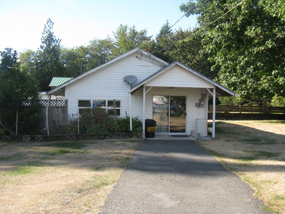3 bedroom cottage on cowichan lake in youbou outside for 100 taunton terrace oshawa
