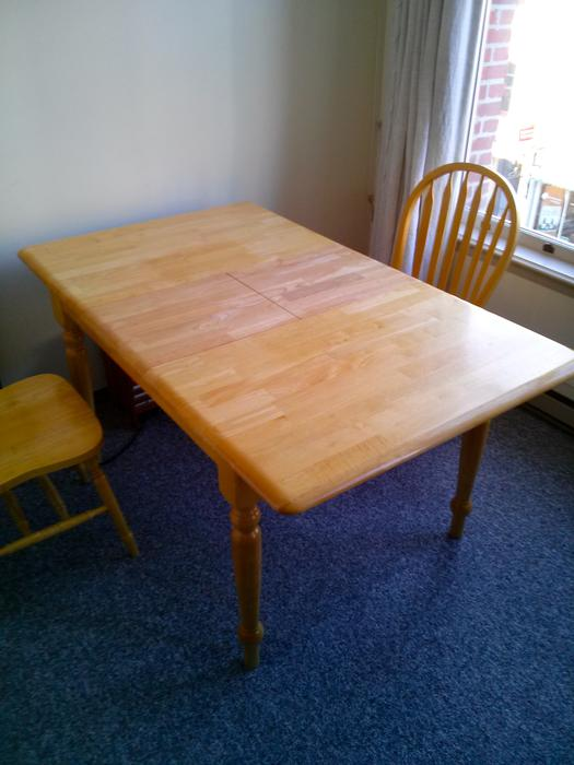 Solid Extendable Wood Dining Table with Two Chairs  : 41711160934 from www.usedvictoria.com size 525 x 700 jpeg 43kB