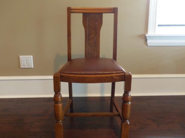 2 sets of 4 matching oak dining room kitchen chairs for Matching dining room furniture