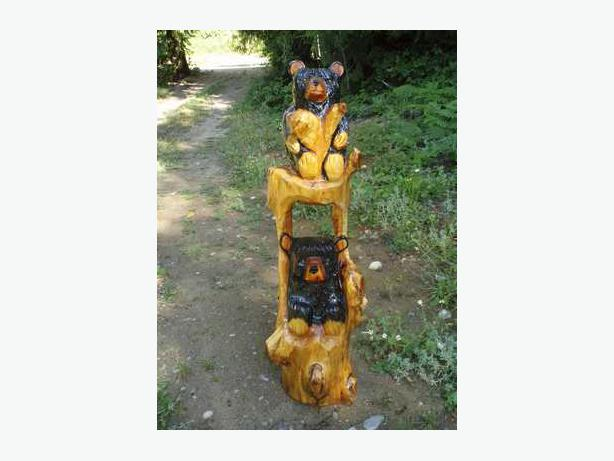 Chainsaw carved bears outside victoria
