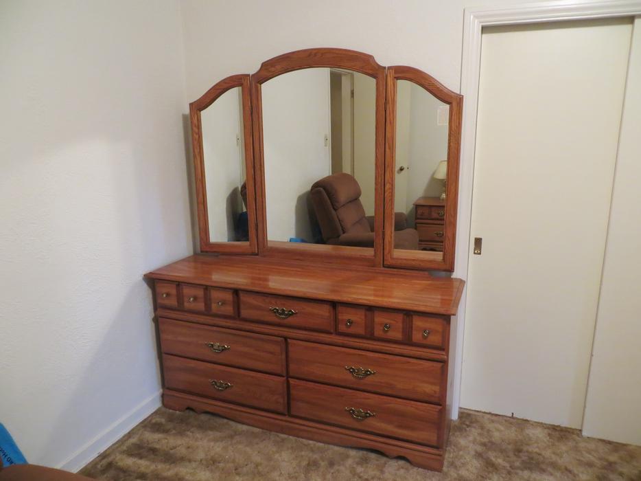 Complete 4 Piece Palliser Bedroom Suite Saanich Victoria