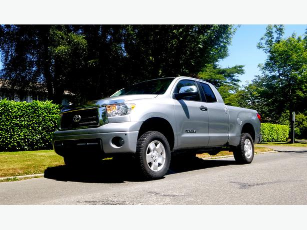 2010 toyota tundra double cab 4x4 5 7l victoria city victoria. Black Bedroom Furniture Sets. Home Design Ideas