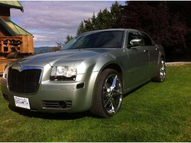 2005 custom chrysler 300 new 22 wheels nav srt8 suede. Black Bedroom Furniture Sets. Home Design Ideas