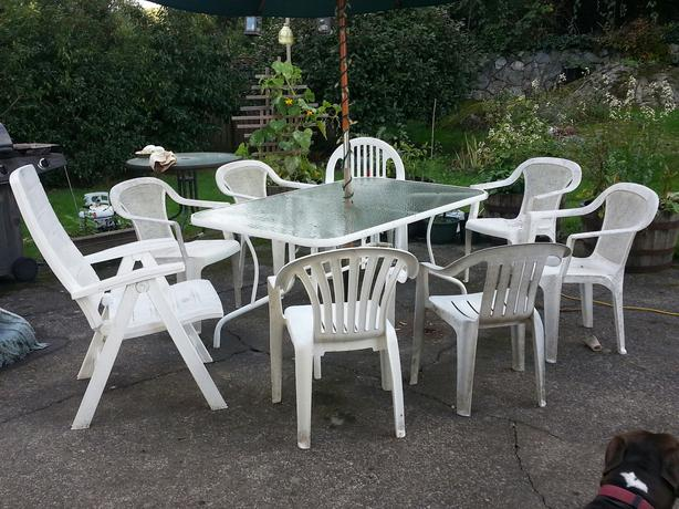 White Patio Table And 8 Plastic Chairs Victoria City Victoria
