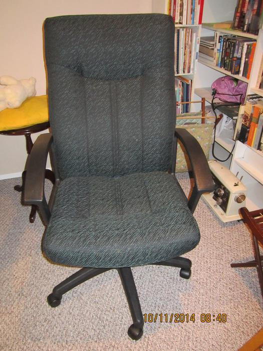2 Bar stools and 1 office chair North Saanich amp Sidney  : 41838768934 from www.usedvictoria.com size 525 x 700 jpeg 76kB