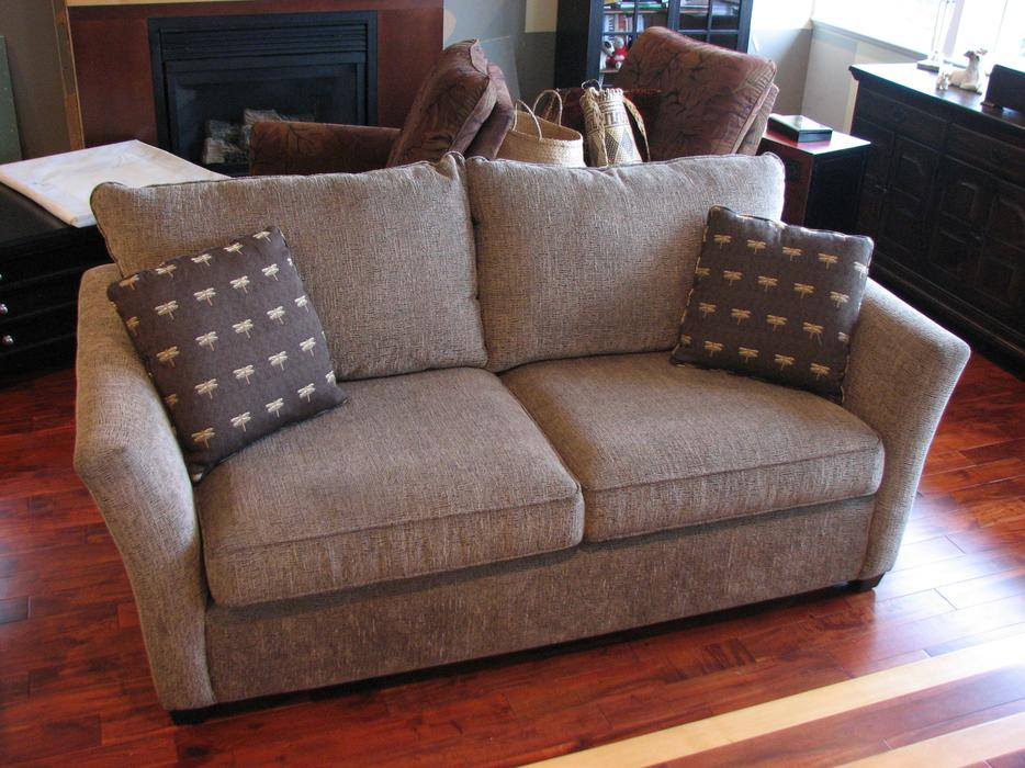Queen sofa bed west shore langford colwood metchosin for Sofa bed victoria