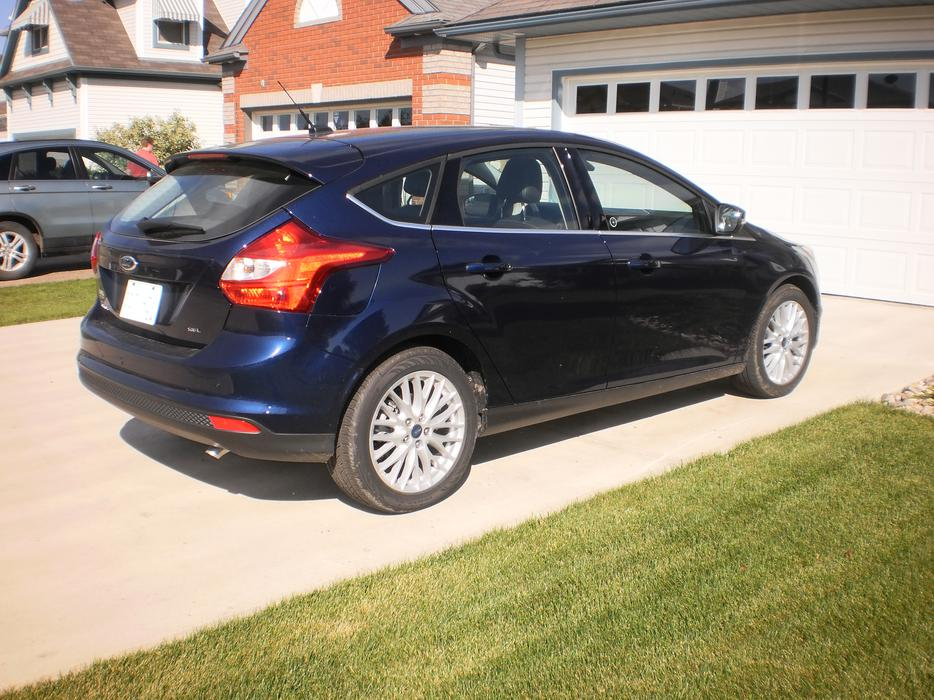 ford focus sel fully loaded  spd  tires east