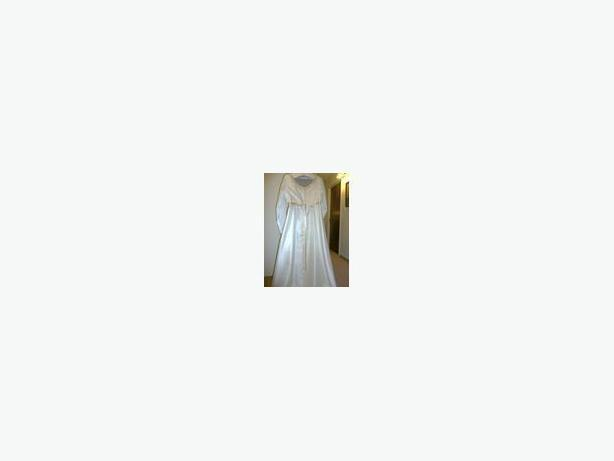 WEDDING DRESS WITH DETACHABLE TRAIN - SIZE 18