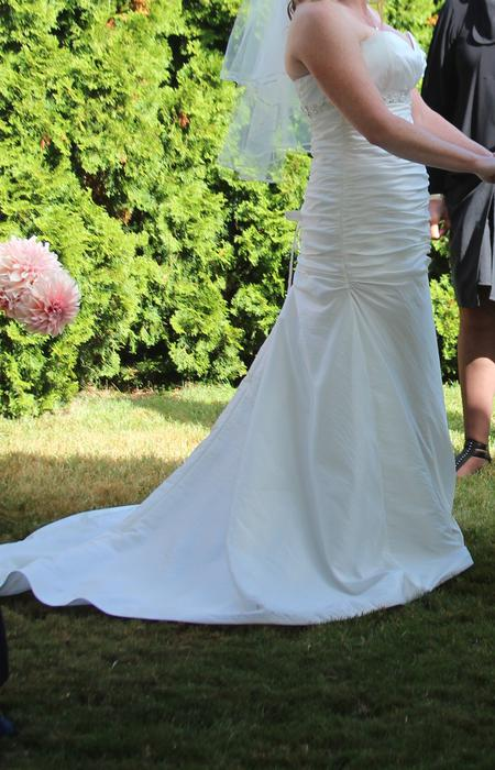Wedding dress size 8 simple classic north saanich for Used wedding dresses victoria bc