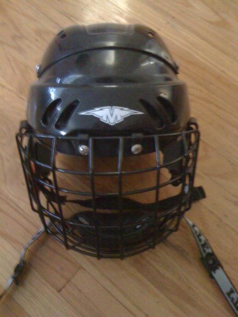 kids hockey helmet Saanich, Victoria