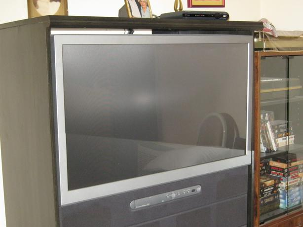 toshiba 42 inch tv and stand campbell river courtenay comox. Black Bedroom Furniture Sets. Home Design Ideas