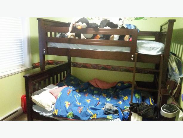 Detachable double bunk bed plus matresses west shore for Detachable bunk beds