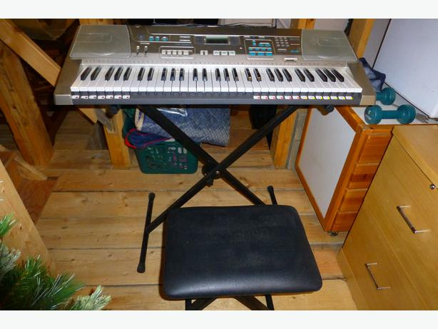 for sale electric piano keyboard sooke victoria. Black Bedroom Furniture Sets. Home Design Ideas