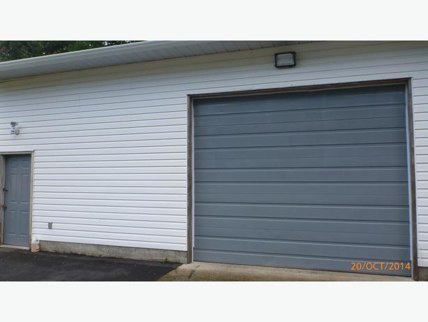 Garage door south nanaimo parksville qualicum beach for 10 wide garage door