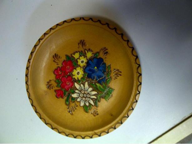 Wood plate with Flower Theme