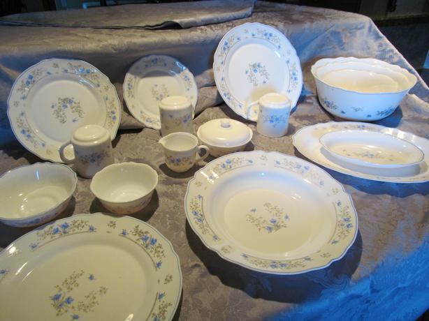 12 Place Setting Dinnerware Set Plus Extras 82 Pieces